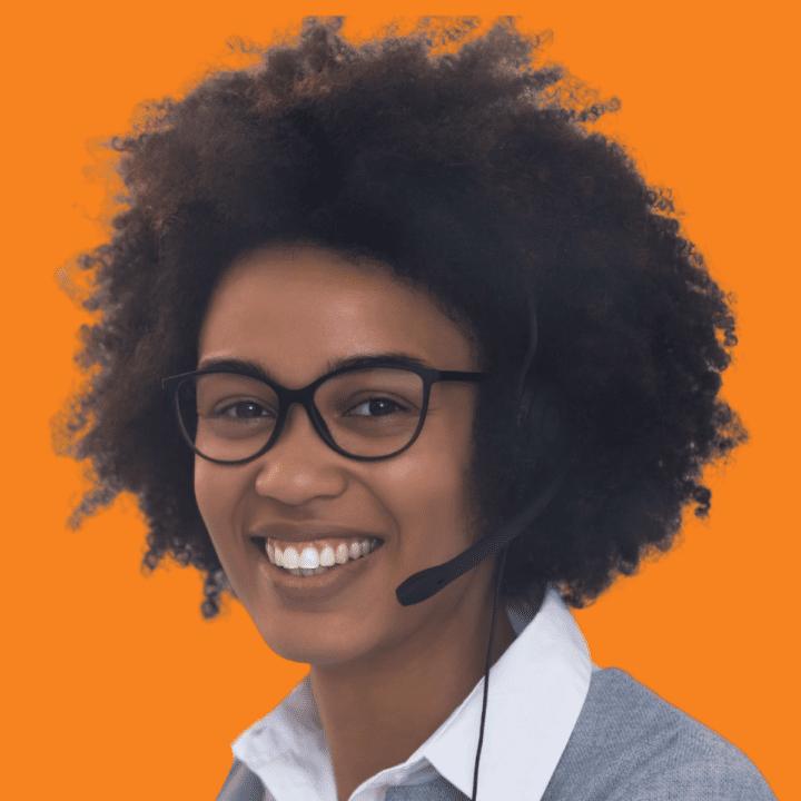 Kundeservice medarbejder giver bedre service med software